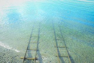 海の中の線路の写真・画像素材[2502746]