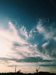 散歩道の空の写真・画像素材[2502148]