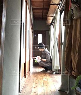掃除する人の写真・画像素材[2829101]