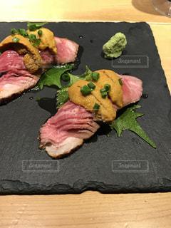 ウニと肉の贅沢なお寿司の写真・画像素材[960480]