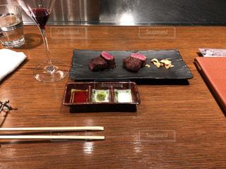 ヒレとサーロインのステーキの写真・画像素材[2505412]