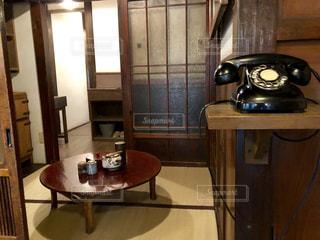 昭和の黒電話がある部屋の写真・画像素材[2506884]