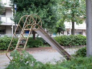 団地の公園のすべり台の写真・画像素材[2589350]