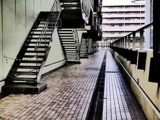 ビルの裏手の非常階段の写真・画像素材[2617983]