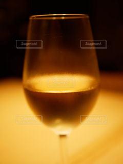 アップめの白ワインの写真・画像素材[2696447]