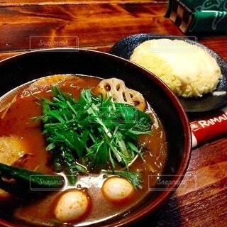 肉と野菜のスープのボウルの写真・画像素材[4089513]