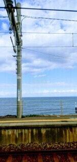 駅のホームと海の写真・画像素材[4089590]