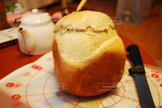 ホームベーカリーで焼いた食パンのアップの写真・画像素材[2506932]