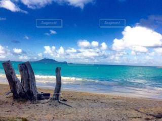 海に隣接する砂浜の写真・画像素材[2508485]