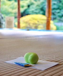 お茶会で出された畳の上の和菓子の写真・画像素材[2512814]