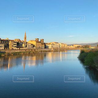フィレンツェ アルノ川の景色の写真・画像素材[2510077]