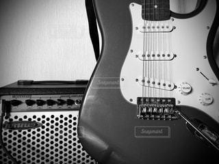 ギターとアンプの写真・画像素材[2601389]