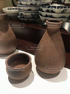 テーブルの上で日本酒を飲むの写真・画像素材[2512461]