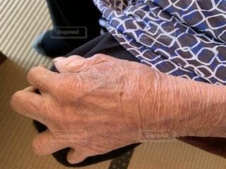 祖母の手の写真・画像素材[2547529]