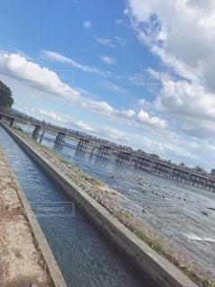 青空と渡月橋の写真・画像素材[2513714]