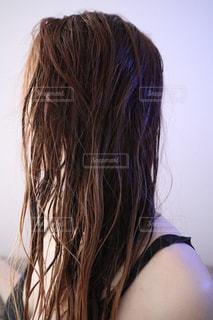 お風呂上がりの濡れた髪の写真・画像素材[2574271]