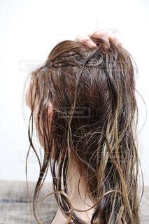 お風呂上がりの濡れた髪の写真・画像素材[2574284]