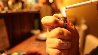 煙草に火をつけるの写真・画像素材[2586873]