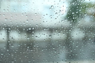 窓の水滴の写真・画像素材[2588091]