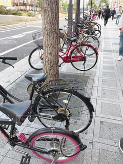 歩道の自転車の写真・画像素材[2610832]