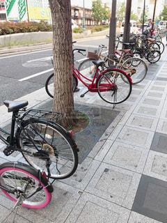 歩道の自転車の写真・画像素材[2610845]