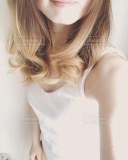 巻き髪の女性の写真・画像素材[2618969]