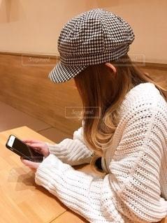 スマホいじりの写真・画像素材[2667048]