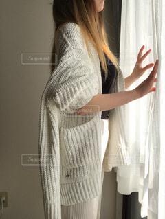 カーテンを開けるの写真・画像素材[2677223]
