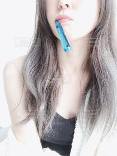 歯を磨く女性のクローズアップの写真・画像素材[2703214]