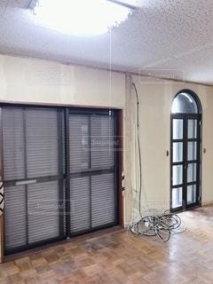 大きな窓のある部屋の写真・画像素材[3610999]