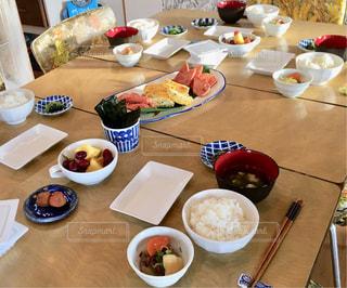 テーブルの上の朝ごはんの写真・画像素材[2514377]