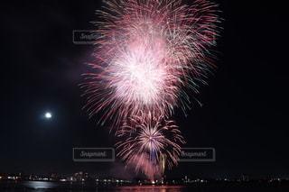 夜空の花火の写真・画像素材[2515496]
