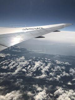 翼と雲群の写真・画像素材[2541506]