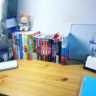 文系の受験生の勉強机の写真・画像素材[2542399]