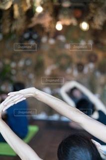 花とヨガの写真・画像素材[2518101]