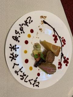 皿の上のケーキの写真・画像素材[2535837]