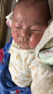 ねんねする赤ちゃんの写真・画像素材[2557850]
