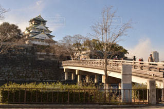 冬の日の朝の大阪城の写真・画像素材[2581197]