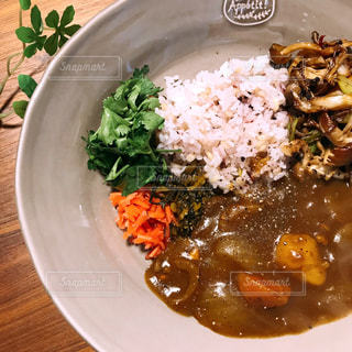 雑穀米&カレーのワンプレートの写真・画像素材[2541086]