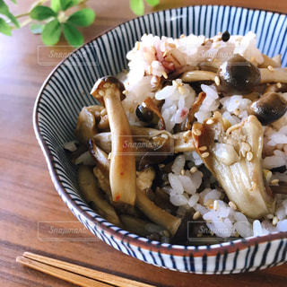 雑穀米しめじごはんの写真・画像素材[2590009]