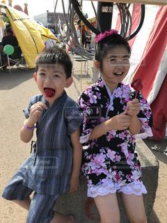 りんご飴食べてまーすの写真・画像素材[2555017]