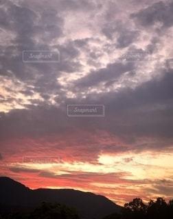 山から見た夕焼けの写真・画像素材[2676867]