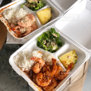 食べ物のトレイの写真・画像素材[2548864]