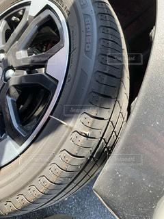 タイヤに釘の写真・画像素材[2538963]