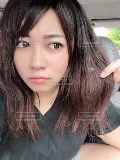 髪型に悩むの写真・画像素材[2543452]