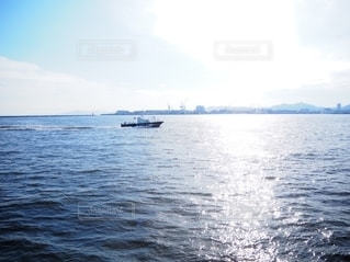 水域の小さなボートの写真・画像素材[2555330]