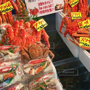 たくさんの食べ物でいっぱいの店の写真・画像素材[2540740]