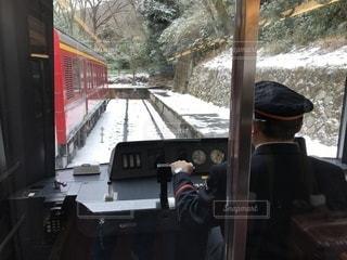 雪の中を走る電車の写真・画像素材[984519]