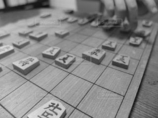 将棋に挑戦中の娘の写真・画像素材[2553128]
