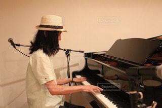 ピアノ男子の写真・画像素材[101424]